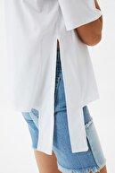 TRENDYOLMİLLA Beyaz Nakışlı Oversize Örme Bluz TWOSS21BZ2056