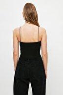 TRENDYOLMİLLA Siyah-Beyaz Askılı Crop Örme Basic Atlet TWOSS21AL0196