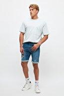 TRENDYOL MAN Mavi Erkek Slim Fit Destroylu Şort & Bermuda TMNSS21SR0487