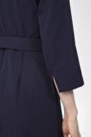 Journey Elbise-ön V Görünümlü Dik Yaka, Bel Üstü Kemer Detaylı, Etek Çift Pile