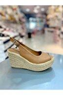 Hacıoğlu Ayakkabı Kadın Kahverengi Dolgu Taban Sandalet