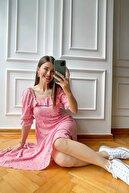 Sue Store Pembe Çiçekli Sırtı Gipeli Elbise