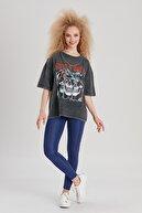 Y-London Kadın Antrasit Zincir Detaylı Guns N' Roses Baskılı T-Shirt YL-TS99561