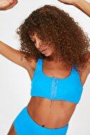 TRENDYOLMİLLA Mavi Fermuar Detaylı Bikini Üstü TBESS21BU0066