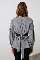 TRENDYOLMİLLA Siyah Kareli Bağlama Detaylı Bluz TWOSS20BZ0033