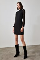TRENDYOLMİLLA Siyah Tül Detaylı Dik Yaka Elbise TWOAW21EL1809