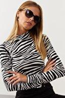 Cool & Sexy Kadın Ekru-Sıyah Yarım Balıkçı Zebra Desen Bluz LPP1133
