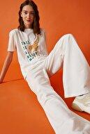 Koton Kadın Kırık Beyaz T-Shirt 1YAL18876IK