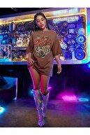Black Sokak Bej Girl Gang Baskılı Oversize Tshirt