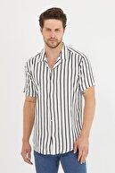 Gavazzi Erkek Beyaz Renk Siyah Şeritli Dökümlü Regular Fit Apaş Yaka Kısa Kollu Yazlık Viskon Gömlek