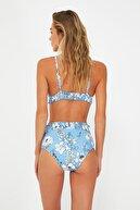 TRENDYOLMİLLA Mavi Çiçek Desenli Gipe Detaylı Yüksek Bel Bikini Altı TBESS21BA0369