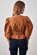 TRENDYOLMİLLA Camel Bağlama Detaylı Bluz TWOAW20BZ0923