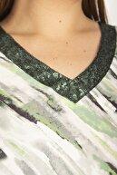 Şans Kadın Yeşil Yakası Payet Detaylı Kapri Kol V Yakalı Tunik 65N26965