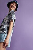 Defacto Coool Lilo Ve Stitch Lisanslı Batik Relax Fit Kısa Kollu Tişört