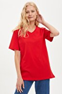 Defacto Kadın Kırmızı Oversize V Yaka Kısa Kollu Tişört S6245AZ20HS