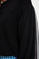 TRENDYOLMİLLA Siyah Tül Detaylı Triko Kazak TWOAW21KZ0242