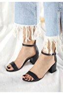 ZERDALİFE Kadın Siyah Deri Tek Bant Kalın Topuklu Ayakkabı 11115
