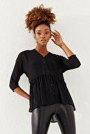 Reyon Kadın Siyah V Yaka Düğmeli Şifon Bluz  20237001D3D