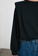 TRENDYOLMİLLA Siyah Vatkalı Örme Sweatshirt TWOAW21SW1139
