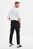 TRENDYOL MAN Siyah Erkek Regular Fit Beli ve Paçası Lastikli Cepli Yeni Eşofman Altı TMNAW20EA0072