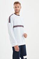 TRENDYOL MAN Beyaz Erkek Regular Fit Şeritli Sweatshirt TMNSS20SW0008