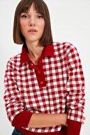 TRENDYOLMİLLA Kırmızı Polo Yaka Jakarlı Triko Kazak TWOAW22KZ0921