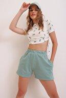 Trend Alaçatı Stili Kadın Yeşil Pamuklu Bermuda Şort ALC-X6028