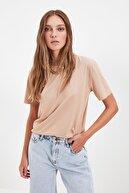TRENDYOLMİLLA Taş Basic Dik Yaka Örme  T-Shirt TWOAW20TS0096