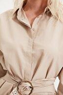 TRENDYOLMİLLA Taş Kemerli Toka Detaylı Gömlek TWOAW20GO0099