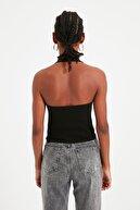 TRENDYOLMİLLA Siyah Fırfır Detaylı Fitilli Örme Bluz TWOSS21BZ0691