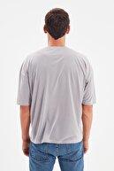TRENDYOL MAN Gri Basic Erkek Bisiklet Yaka Oversize Kısa Kollu T-Shirt TMNSS21TS0811