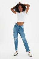 TRENDYOLMİLLA Mavi Yırtık Detaylı Yüksek Bel Mom Jeans TWOSS20JE0114