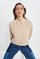 TRENDYOLMİLLA Bej Cep Detaylı Gömlek TWOSS20GO0381
