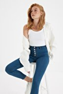 TRENDYOLMİLLA Mavi Önden Düğmeli Jegging Jeans TWOAW21JE0446