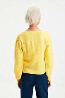 TRENDYOLMİLLA Sarı Örgü Detaylı Bluz - Hırka Triko Takım TWOAW21HI0101