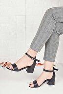Weynes Kadın Siyah Deri Tek Bant Kalın Topuklu Ayakkabı Ba20516