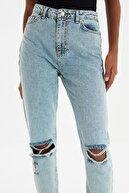 TRENDYOLMİLLA Mavi Yırtık Detaylı Yüksek Bel Mom Jeans TWOSS20JE0289