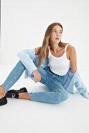 TRENDYOLMİLLA Mavi Paçası Yırtıklı Yüksek Bel Skinny Jeans TWOSS21JE0348