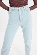 TRENDYOLMİLLA Mavi Yıkamalı Yüksek Bel Mom Jeans TWOSS20JE0154