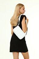 Güce Beyaz Kare Nakışlı Plastik Zincirli Askılı El Ve Omuz Çantası Gc003401f