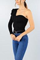 lovebox Vatkalı Tek Omuz Detaylı Göğüs Dekolteli Siyah Bluz
