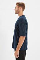 TRENDYOL MAN Açık Lacivert Basic Erkek Bisiklet Yaka Oversize Kısa Kollu T-Shirt TMNSS21TS0811