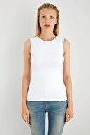 Sevim Kadın Beyaz Bisiklet Yaka Kolsuz T-Shirt