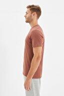 TRENDYOL MAN Kahverengi Basıc Erkek Slim Fit Pamuklu Kısa Kollu Bisiklet Yaka T-Shirt TMNSS19BO0001