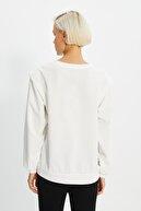 TRENDYOLMİLLA Ekru Vatkalı Basic Örme İnce Sweatshirt TWOAW21SW1139