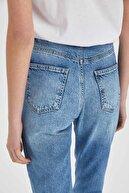 Defacto Yıkamalı Mom Fit Yırtık Detaylı Jean Pantolon