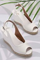Bambi Beyaz Kadın Dolgu Topuklu Ayakkabı K05874011609