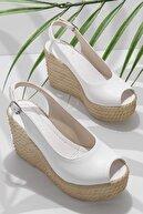 Bambi Beyaz Kadın Sandalet K05936053509
