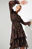 TRENDYOLMİLLA Çok Renkli Volanlı Elbise TWOAW21EL1448