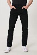 Wrangler Larston Erkek Siyah Slim Tapered Düşük Bel Dar Paça Esnek Jean Pantolon
